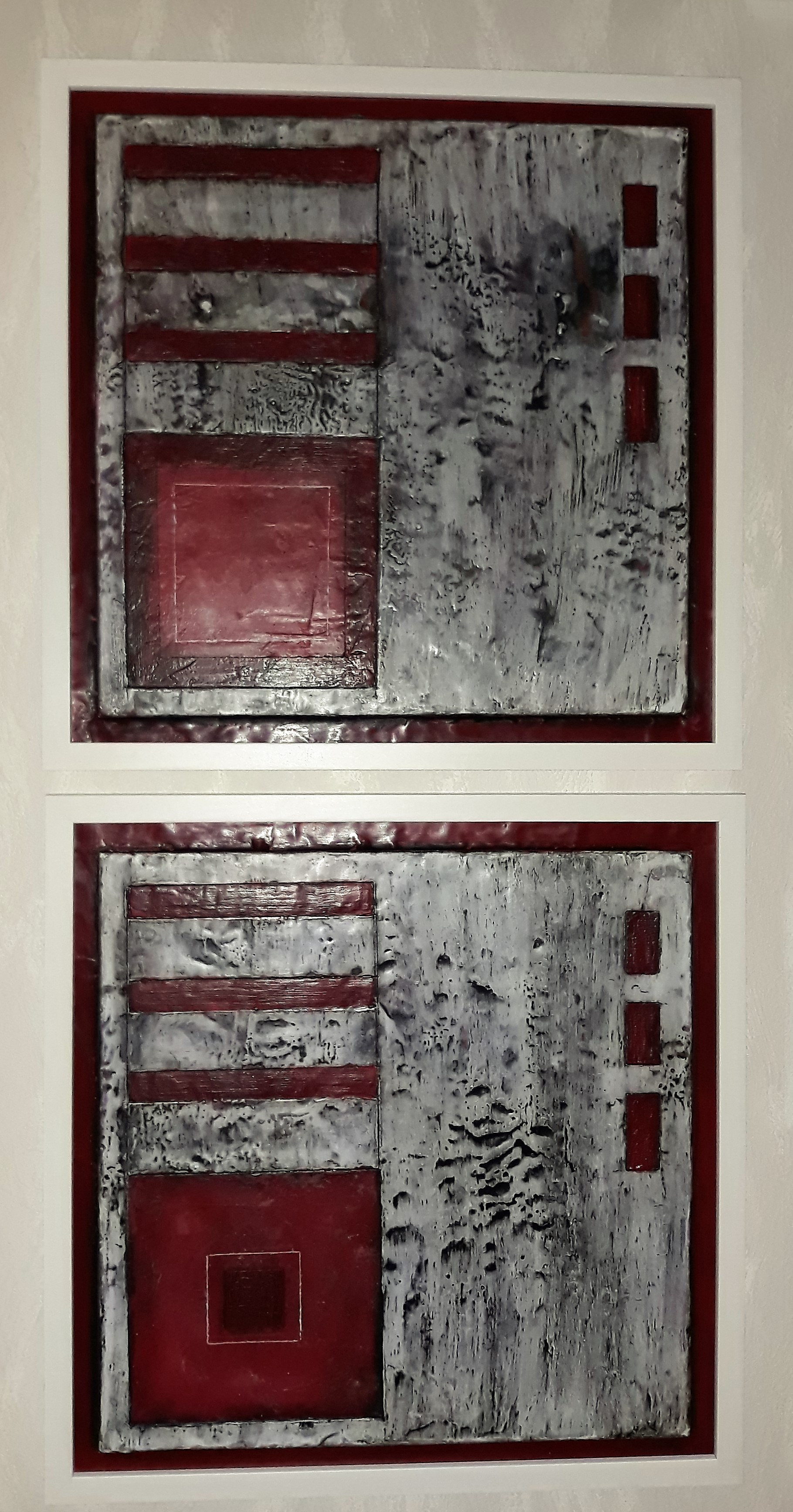 4ecke in rot im weißen Rahmen auf Holz je 40cmx40cm